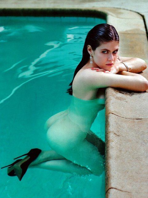 Alexandra Daddario Hot Pictures And Video Will Make You Hypnotized ...