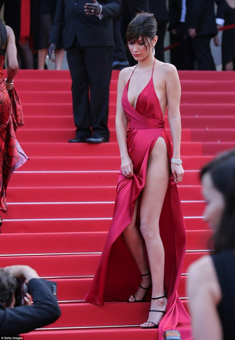 Bella-Oops-moments-of-Hollywood-actress